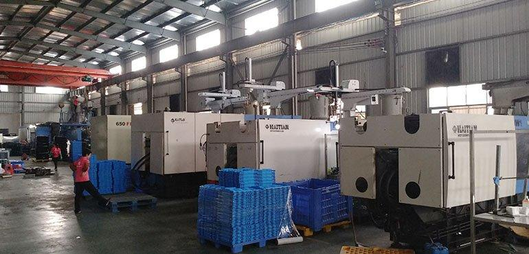 Automatic Operation of  Plastic Injection Molding Machine